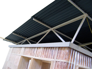Writer's Shed - Roof truss | The currugated steel roof is su