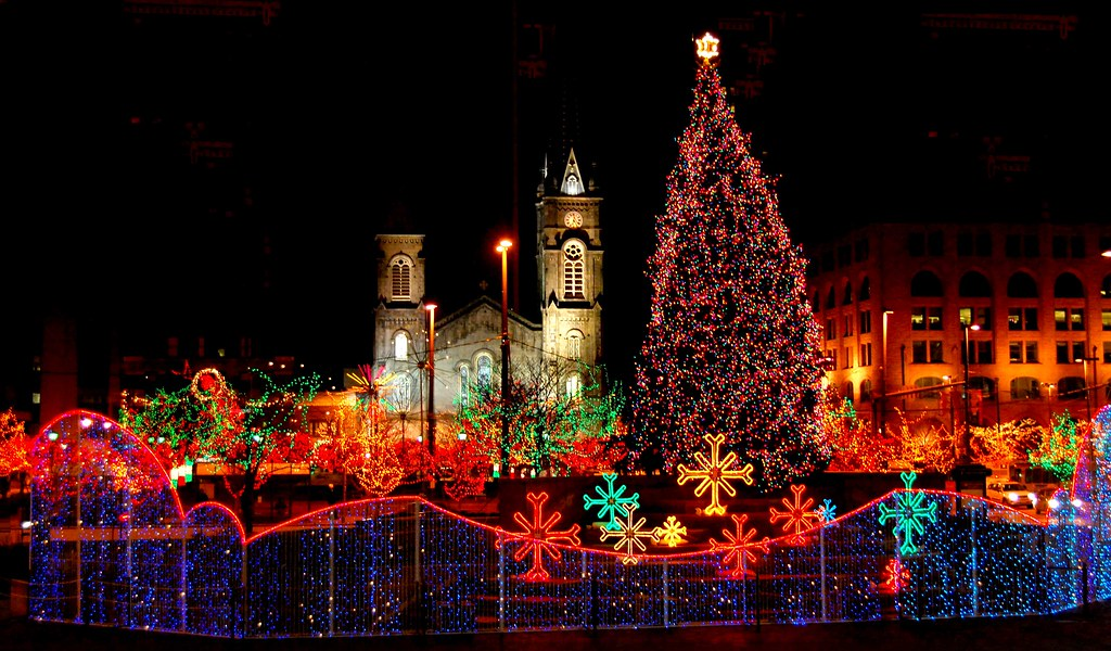 Cleveland Christmas.Old Stone Church And Cleveland Public Square On Christmas
