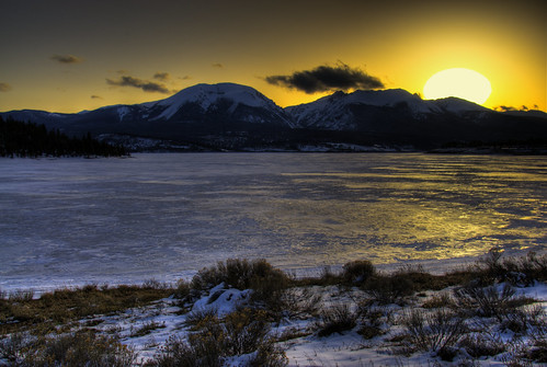 sunset sun sunlight lake snow mountains ice water colorado wikipedia rockymountains hdr lakedillon photomatix 200805 platinumphoto