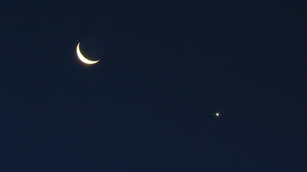 Crescent Moon, Venus and Regulus