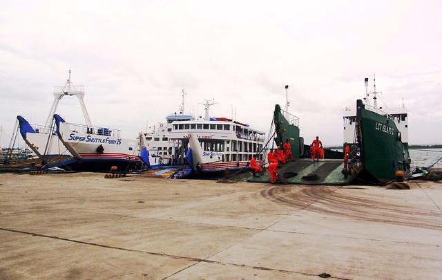 Super Shuttle Ferry 26, Super Shuttle Ferry 3 and LCT Island II