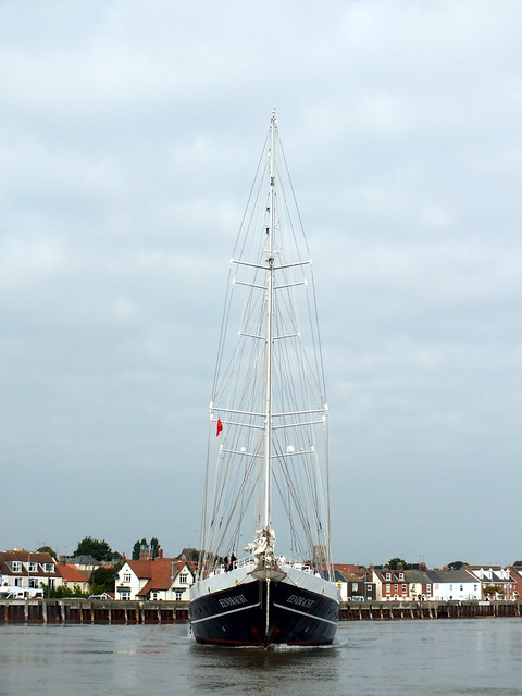 The Eendracht leaving Great Yarmouth
