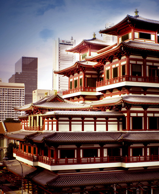 The Buddha Tooth Relic Temple – Largest temple in the heart of Chinatown, Singapore
