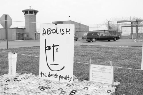 ohio blackandwhite bw usa digital d50 blackwhite nikon protest photojournalism demonstration prison activism deathpenalty vigil execution lucasville schwartzweiss schwartzundweis schwartzundweiss christophernewton southernohiocorrectionalfacility schwartzweis