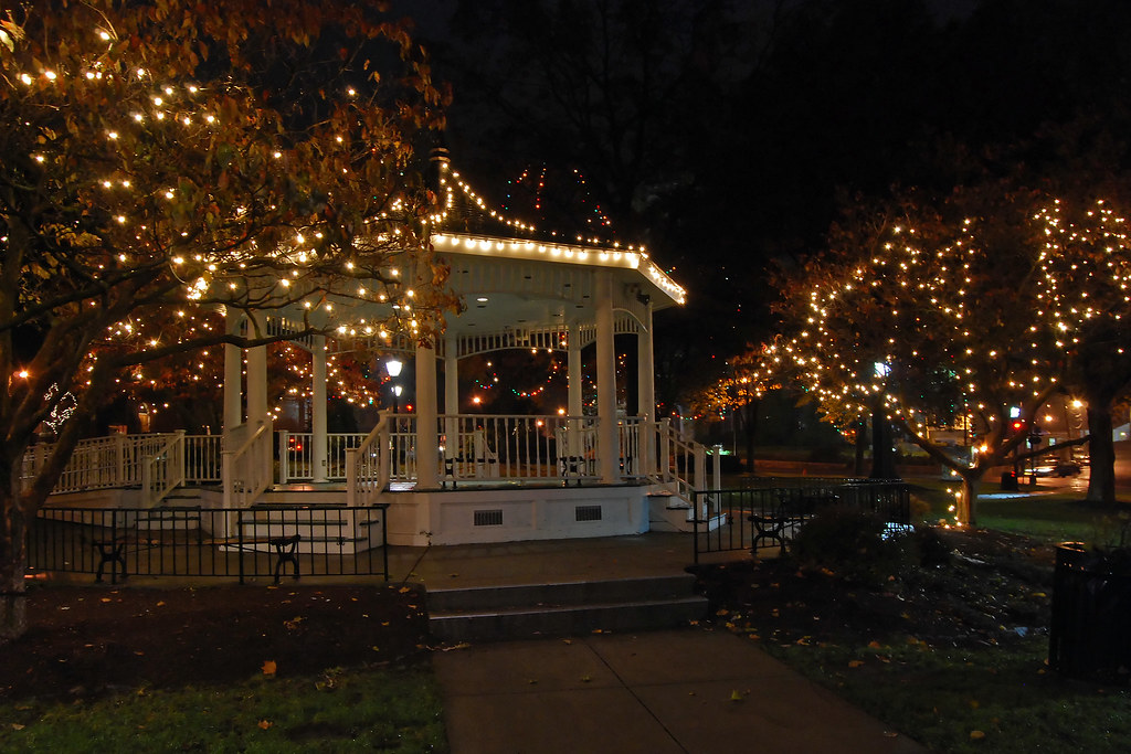 Might Be Bit Early For Holiday Lights >> Norwood Christmas Lights Seems A Bit Early Being Before T Flickr