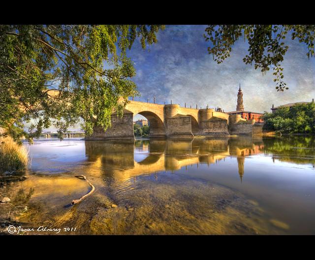 Zaragoza - Reflejos del Puente de Piedra y La Seo en el Rio Ebro