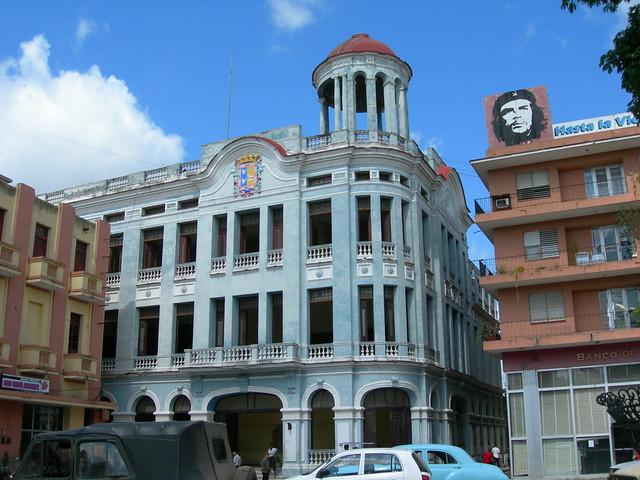 Plaza de los Trabajadores, Camaguey, with Che looking beatific