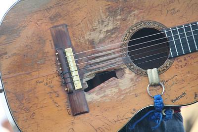 willie-guitar