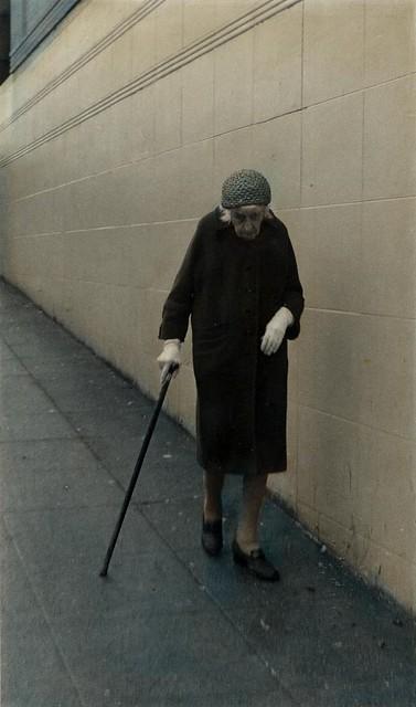 oldladywalking_2