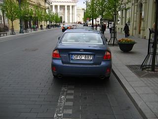 DFO887 (car on cycle lane)