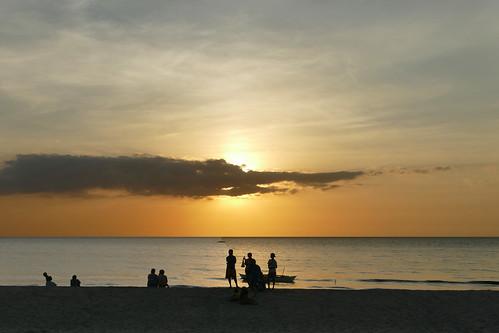 beach philppinen sipalay wasser strand reisen asien fischerboote sonnenuntergang fischen