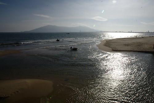 Front de mer de Da Nang au petit matin   by Luc D