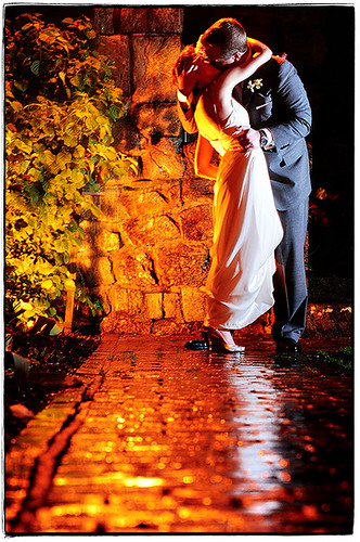 wedding newyork reflection love rain groom bride nikon kiss jen flash may upstatenewyork 2008 d3 lechateau jenandchris sb800 southsalem strobist 2470mmf28g