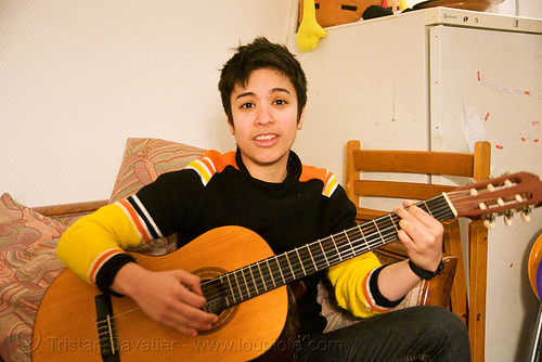 DSC01491 - Alyssa singing and playing the guitar in Paris | by loupiote (Old Skool) pro