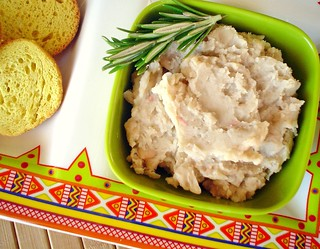 White Bean spread with Sage and Rosemary