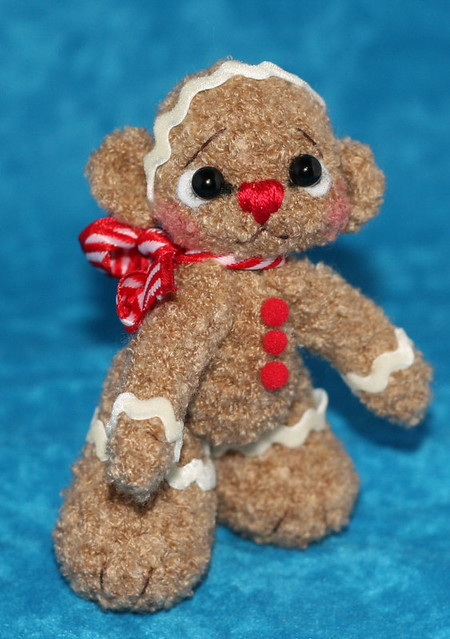 Tiny teddy bear crochet pattern | Amiguroom Toys | 639x450