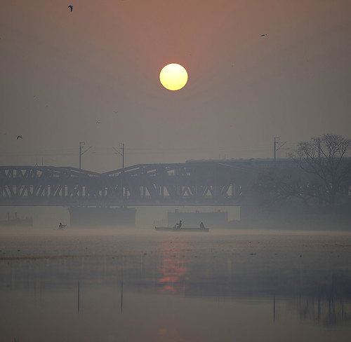 yamuna ghat river sunrise sun boat boating silhouette silhouttes silhoutte nigam bodh ghats kashmere gate delhi new india indian nikon d800 nikond800 70200mm f28 nimitnigam nimit travel wallpaper street streets streetsofindia streetphotography photo photography photos photographs photograph photographer photographers