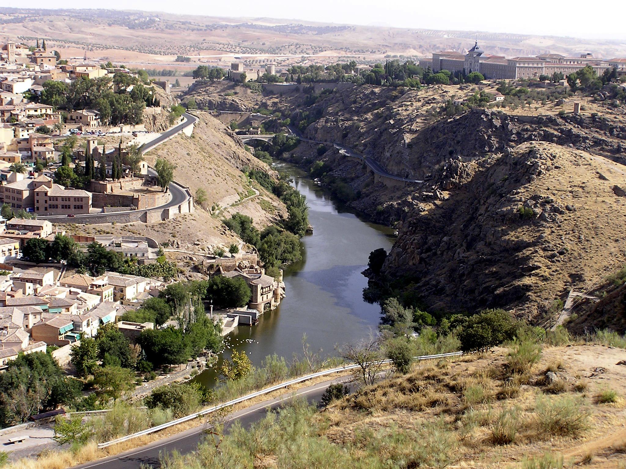Rio Tajo y muralla Toledo