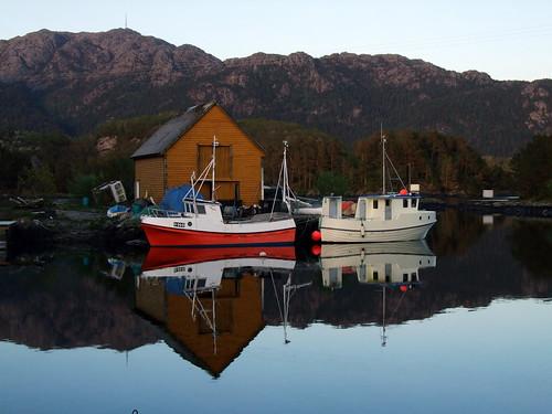 sea nature water boathouse fishingboat masts bømlo sunnhordland workboats buoyant siggjo kulleseidkanalen sakseid finnås