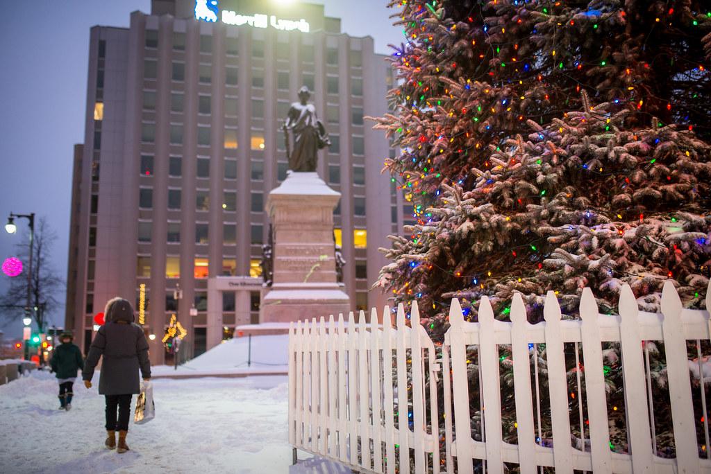 Portland Maine Christmas.Monument Square Statue And Christmas Tree Portland Maine