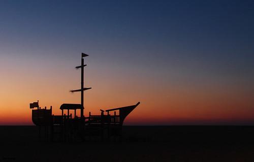 sunset pordosol luz praia sand barco ship contra horizont horizonte