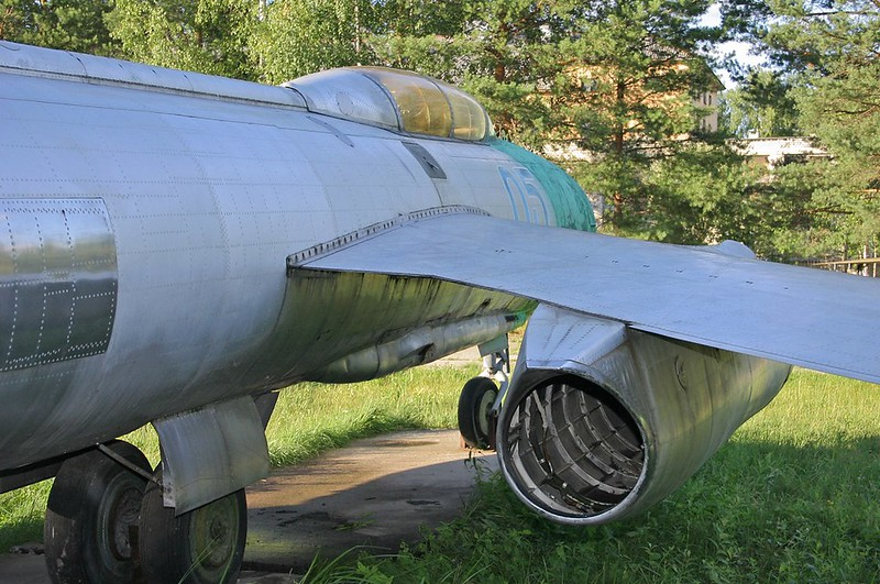 Yak-25 Flashlight 8