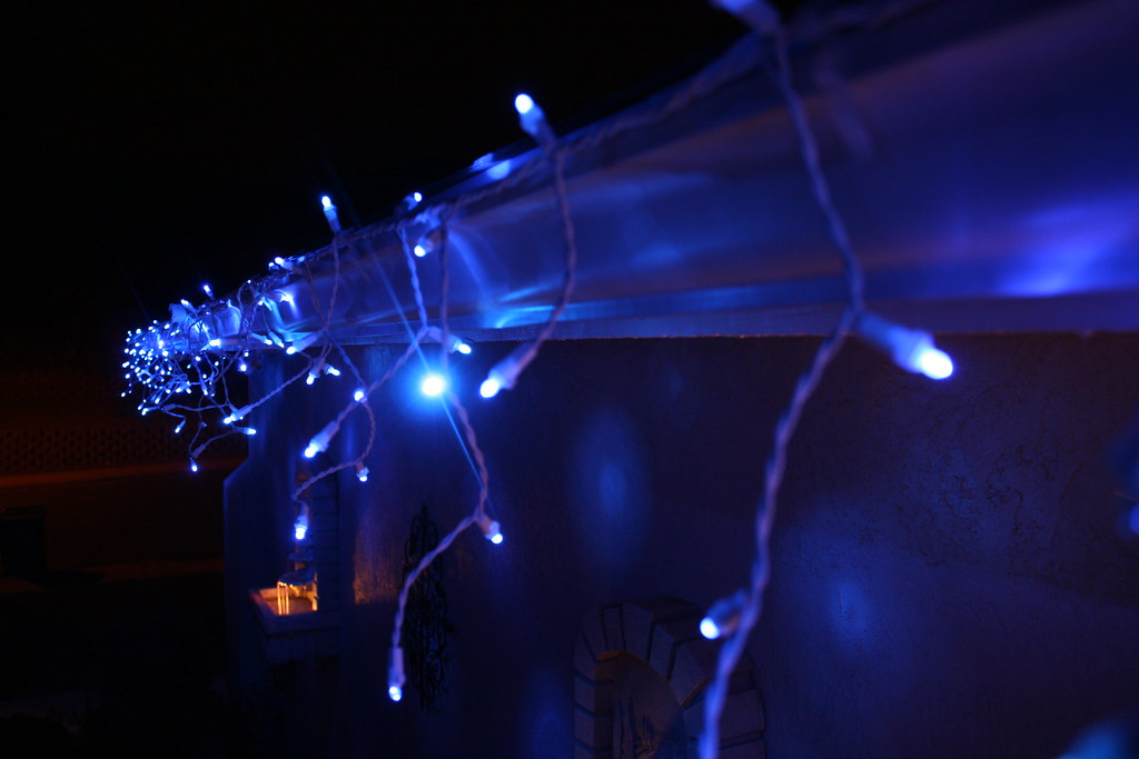 Twinkling Led Icicle Christmas Lights By Philips Cool Twin