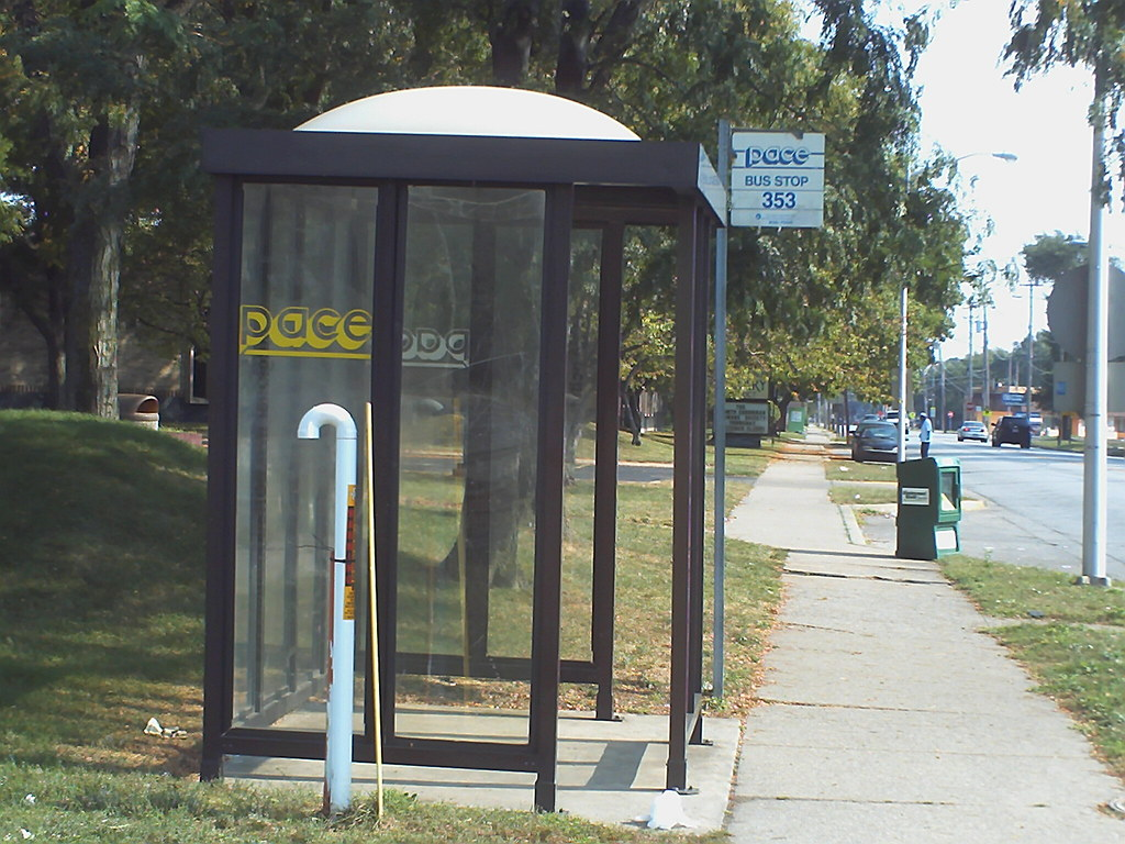 Pace Bus Stop | Pace Bus Stop sign, and shelter on Lincoln A