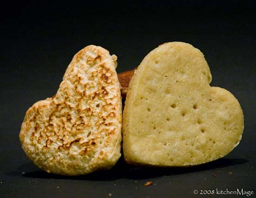 english muffin loves crumpet   by kitchenmage