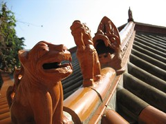 kunming - 3 mythic animals on the roof | by adifromusa