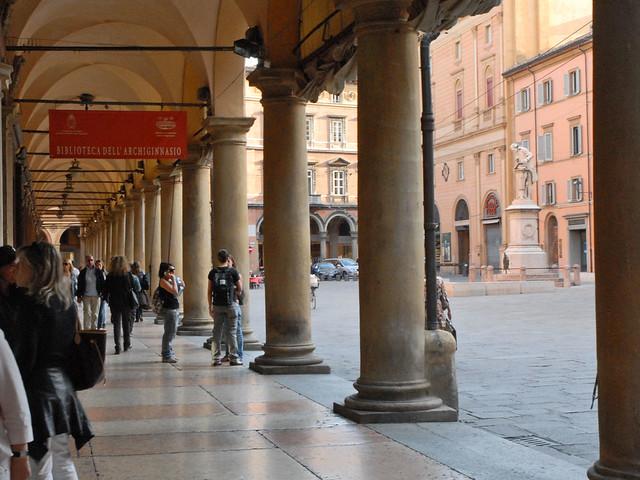 Le portico del Pavaglione à Bologne (Italie)