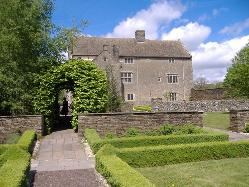 The Manor House and Mystery Woman | by cardiffladiesmorris