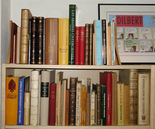 Prestatgeria amb els llibres sobre Poblet, Santes Creus i Montserrat   by xcaballe