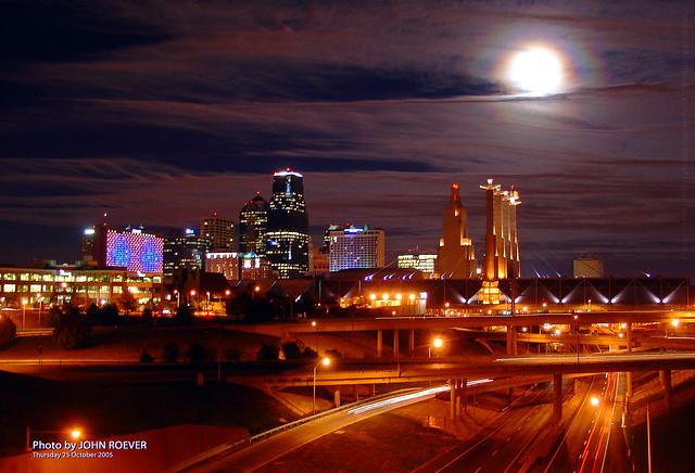Moon over Kansas City, 25 Oct 2007