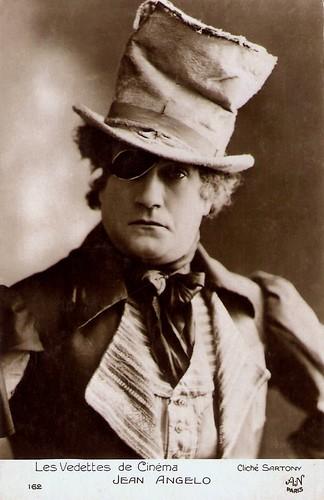 Jean Angelo in Les Aventures de Robert Macaire (1925)