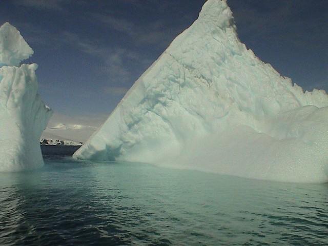 iceberg frente a la Base Ohiggins