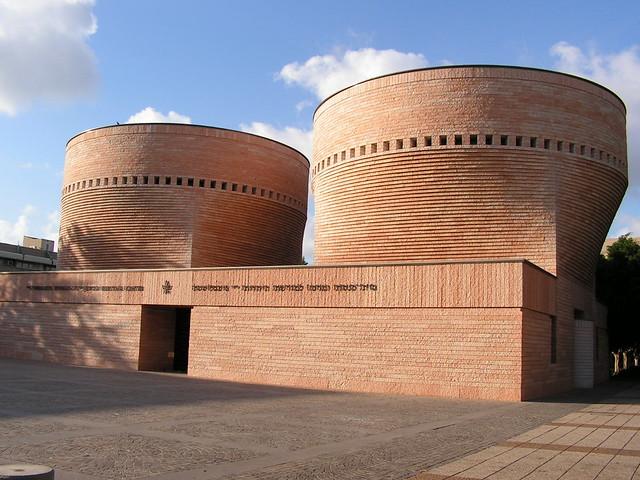 Mario Botta synagogue at TLV university