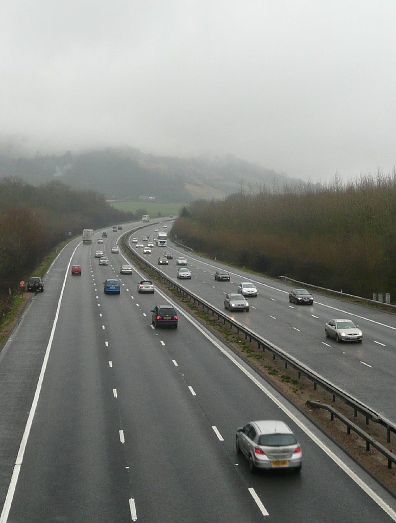 Book 3, Walk 2c, Woldingham to Oxted The majestic M25, sweeping through the misty mountains of east Surrey, 1 Jan 2008.