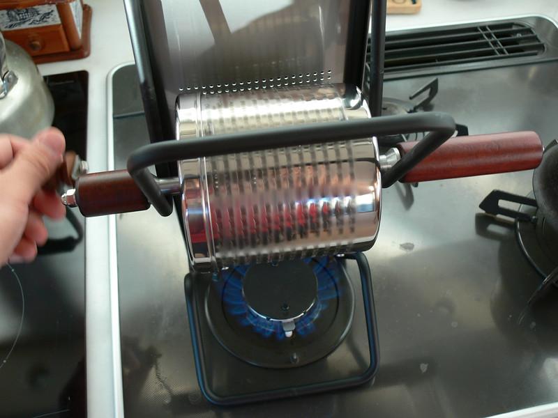 drum-type coffee bean roaster
