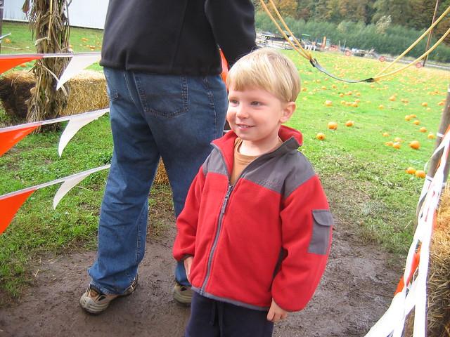 Oskar at the Pumkin Slingshot