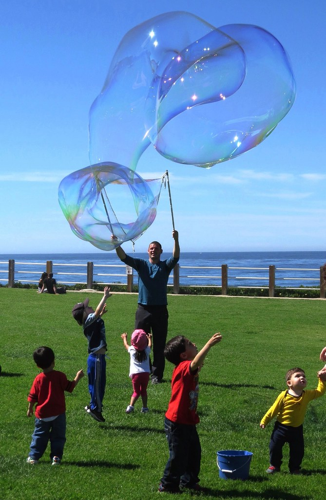 Giant Bubbles Fun, How to Make Them a Recipe for Happy kids.