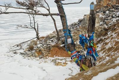 Rocher du chaman, île d'Olkhon, Lac Baïkal ayant des points communs avec un oston Wakhi. Bernard Grua