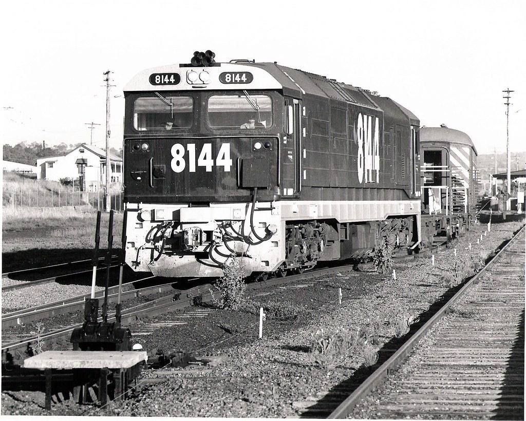 8144  1994   (Profile train (Tilt Train trial)) by Pete