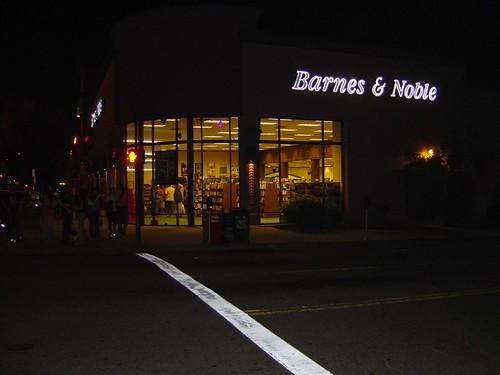 Barnes & Noble, Still Lit