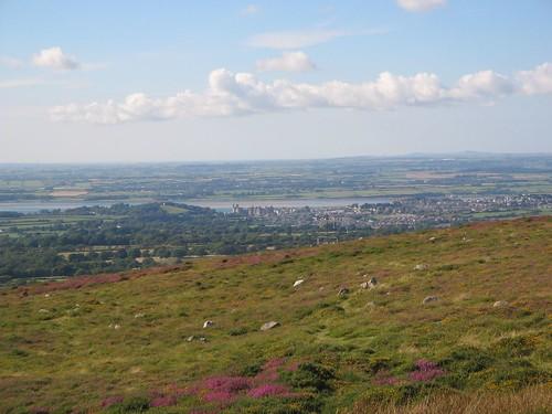Caernarfon ac Ynys Môn o Rosgadfan