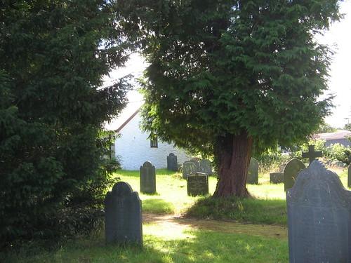 Mynwent eglwys Darowen