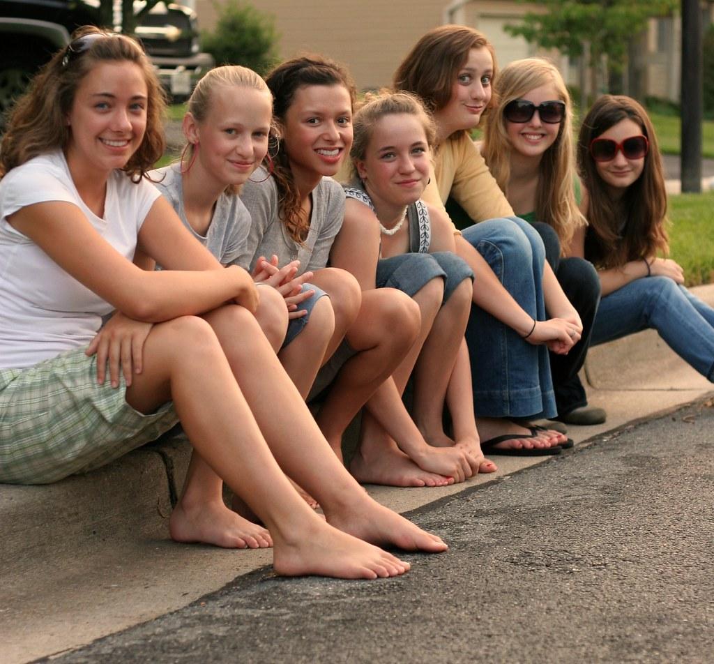tween-girls-feet