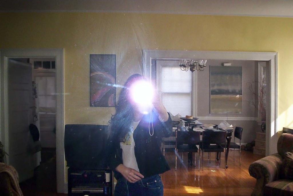 Clara Behar: Photo 1 of 12
