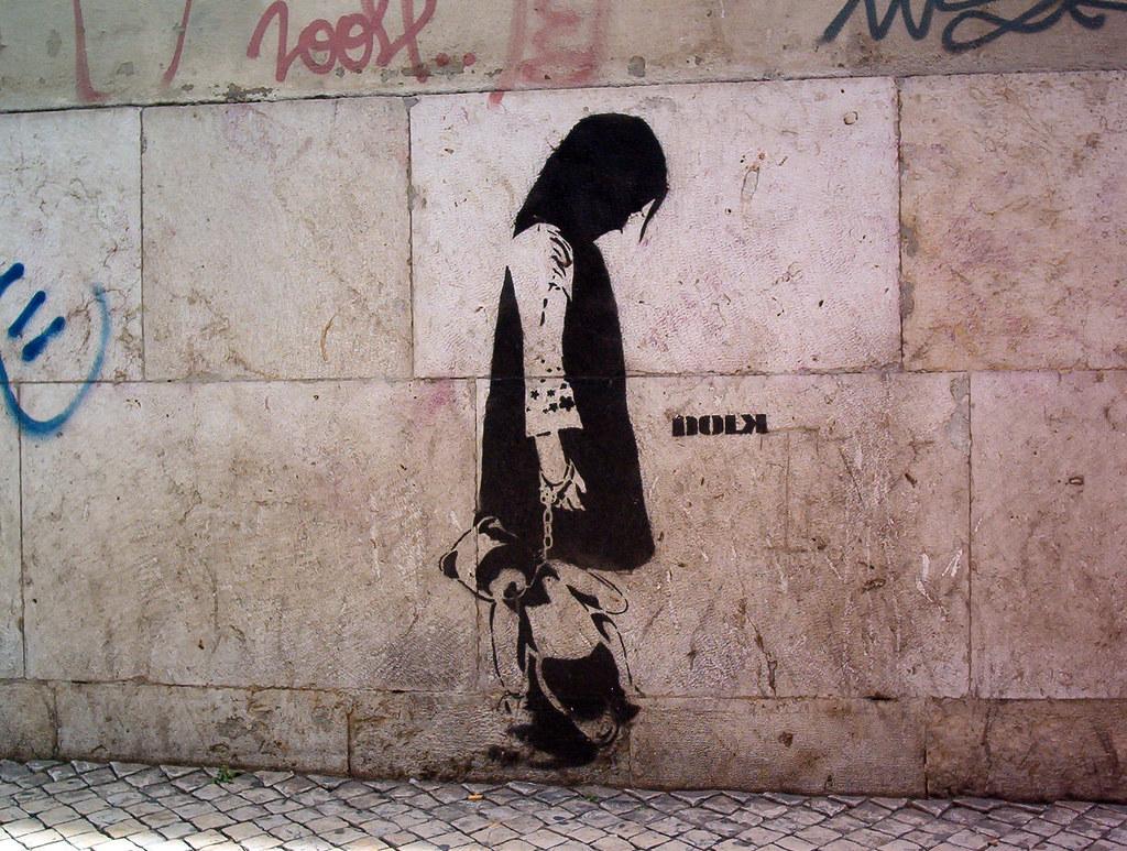 Stencil in Bairro Alto, Lisboa