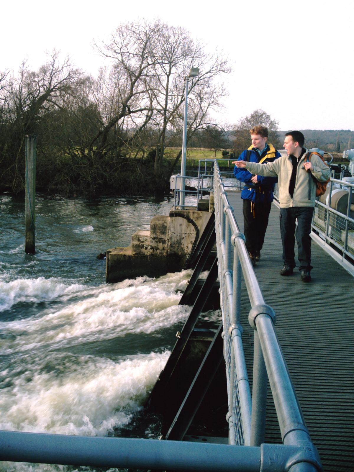 Book 1 Walk 1 Henley-on-Thames (round walk) The weir at Hambledon Lock. D.Allen vivitar 5199mp
